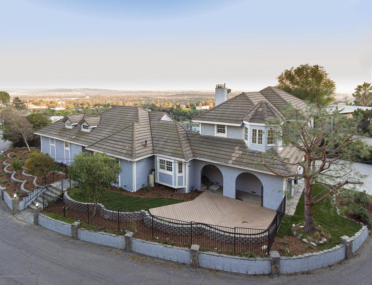 Photo of 1580 GLEN OAKS Boulevard, Pasadena, CA 91105 (MLS # 820000591)