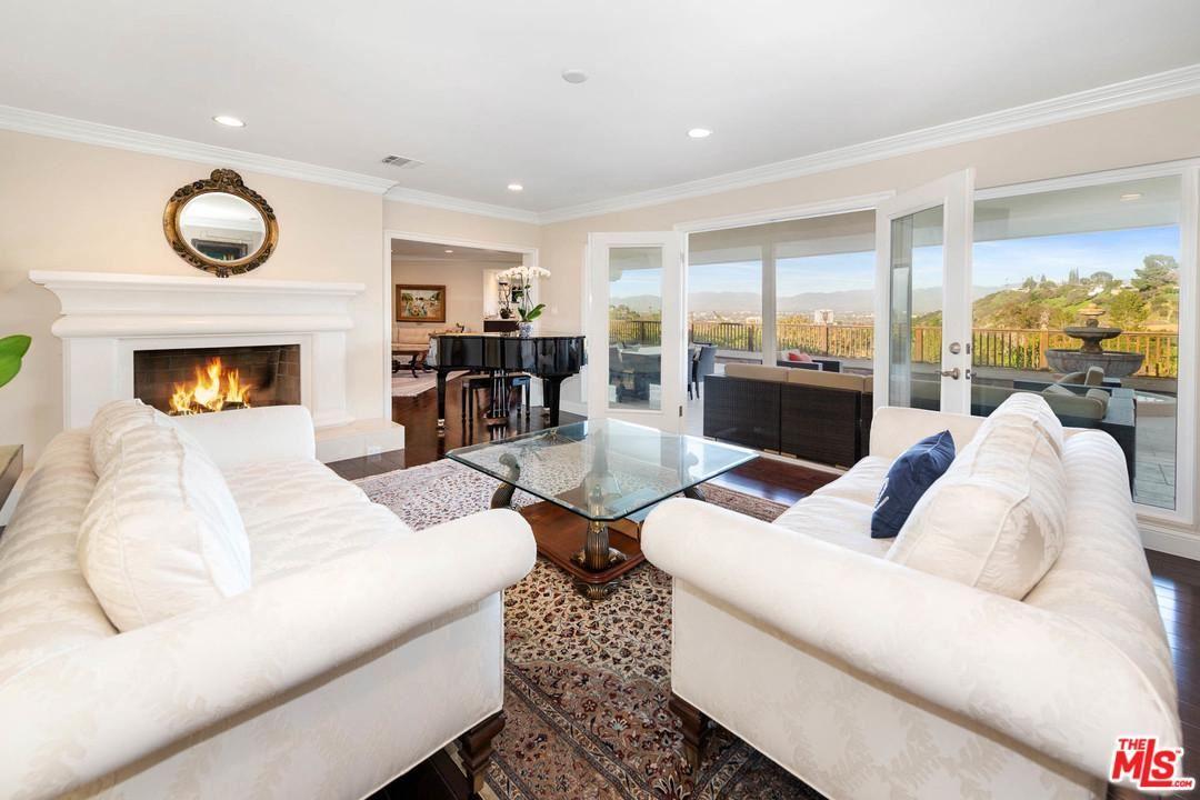 Photo of 15689 ROYAL RIDGE Road, Sherman Oaks, CA 91403 (MLS # 20553592)