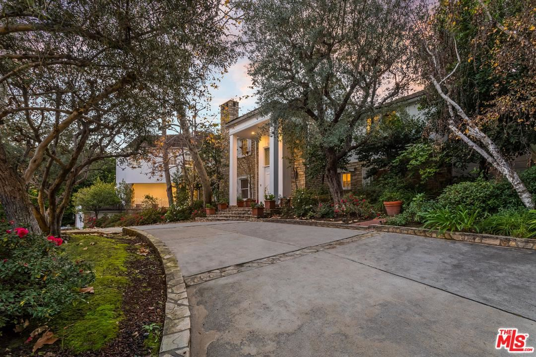Photo of 1027 SUMMIT Drive, Beverly Hills, CA 90210 (MLS # 19538594)