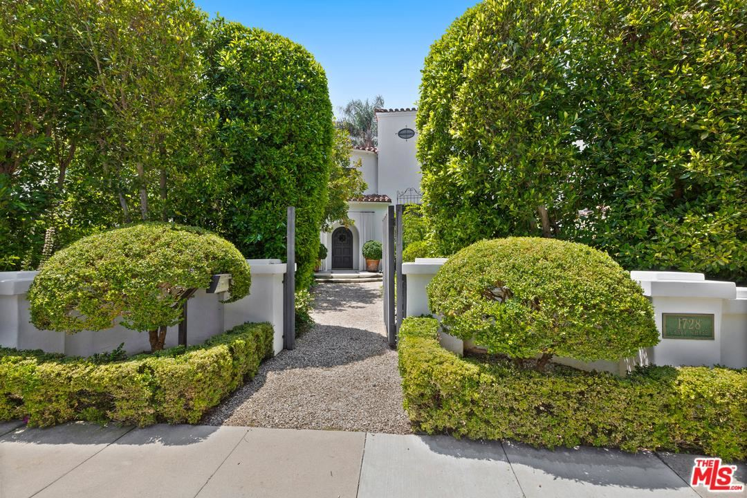 Photo of 1728 CHEVY CHASE Drive, Beverly Hills, CA 90210 (MLS # 20549596)