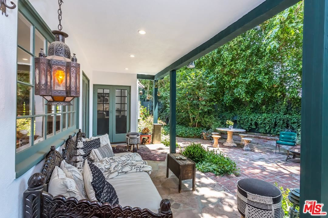 Photo of 9092 ST IVES Drive, Los Angeles , CA 90069 (MLS # 20558598)