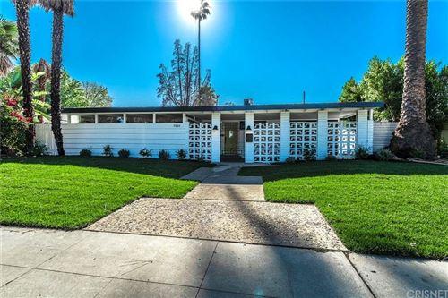 Photo of 19814 VICTORY Boulevard, Woodland Hills, CA 91367 (MLS # SR19272601)