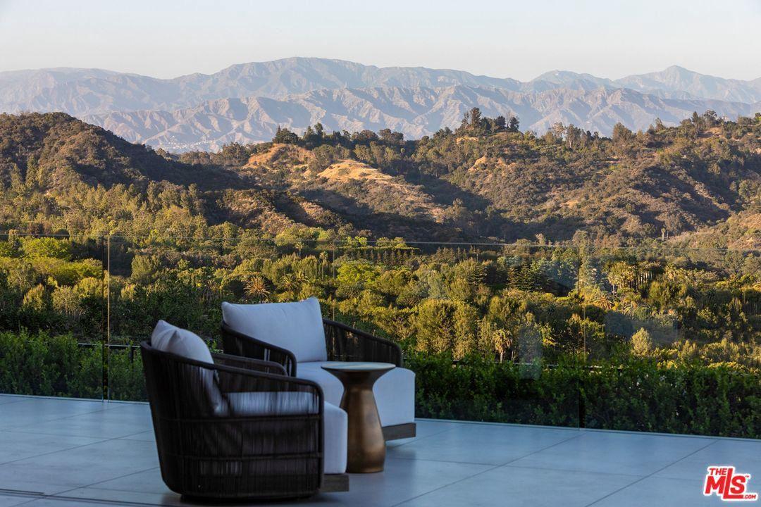 Photo of 2200 SUMMITRIDGE DRIVE, Beverly Hills, CA 90210 (MLS # 20556602)