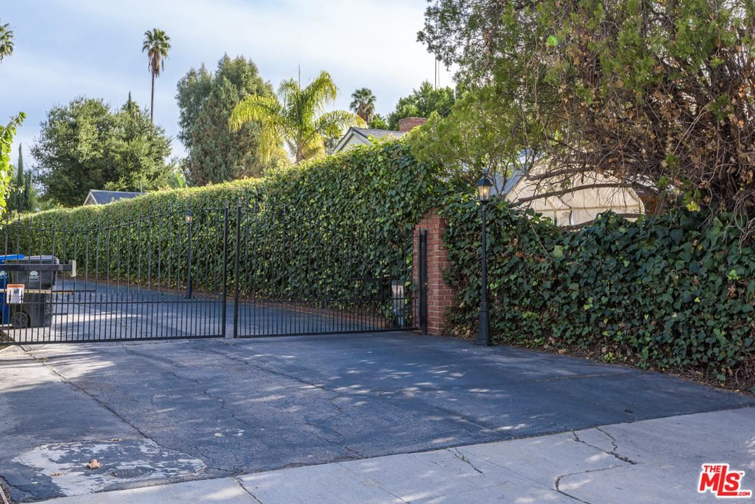 Photo of 4938 RUBIO Avenue, Encino, CA 91436 (MLS # 20539612)
