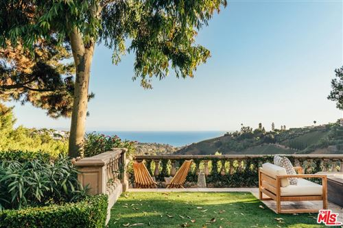 Photo of 16388 SHADOW MOUNTAIN Drive, Pacific Palisades, CA 90272 (MLS # 19507618)