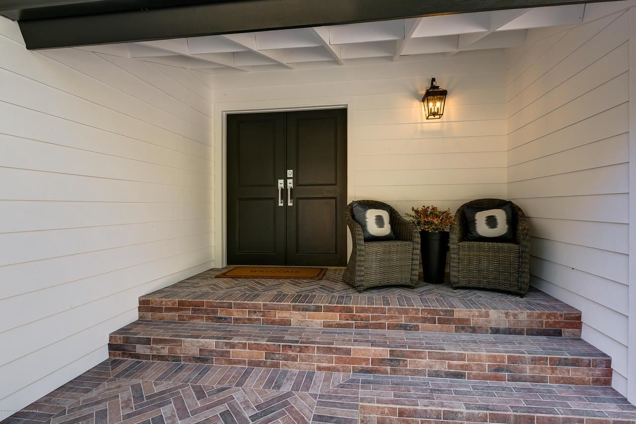 Photo of 438 SOMERSET Place, La Canada Flintridge, CA 91011 (MLS # 820000620)
