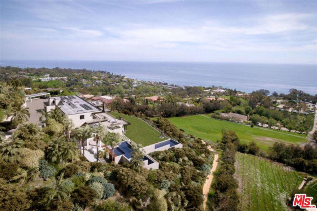 Photo for 27318 WINDING Way, Malibu, CA 90265 (MLS # 18395632)