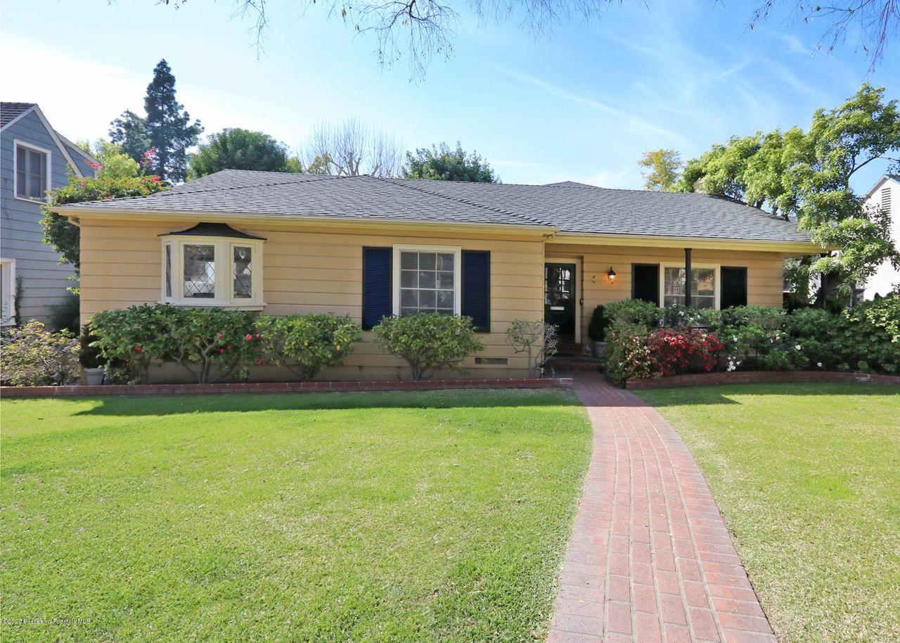 Photo of 231 GLEN SUMMER Road, Pasadena, CA 91105 (MLS # 820000633)