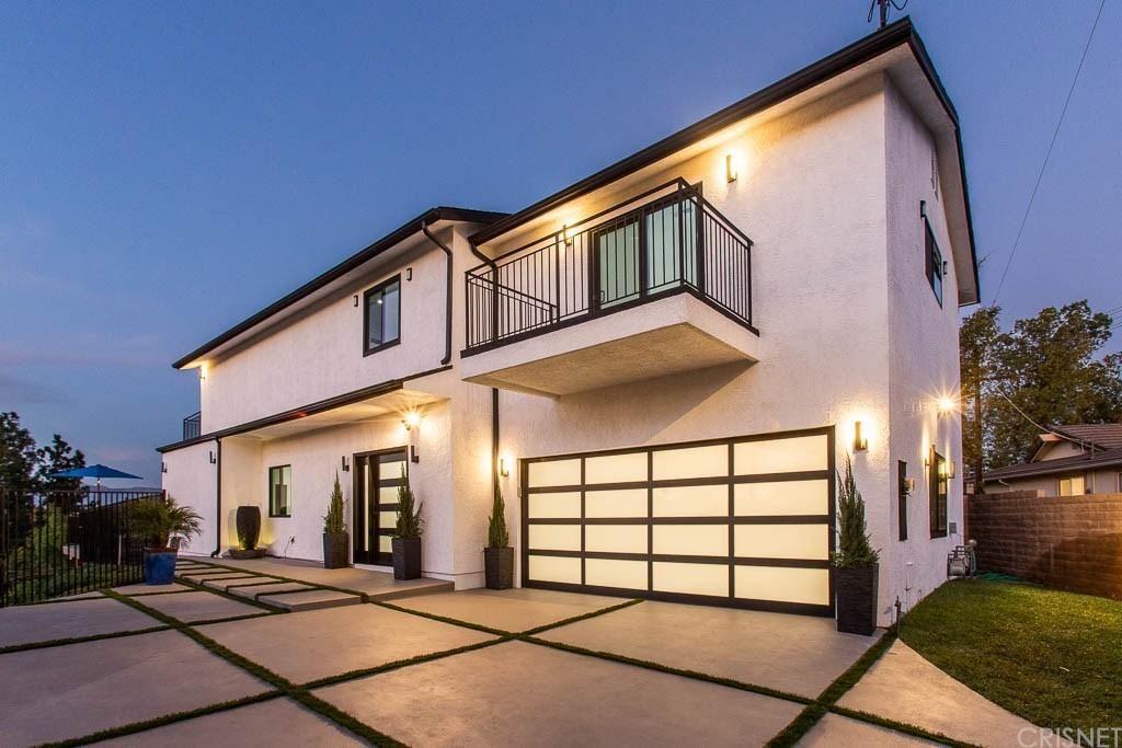 Photo of 23200 AETNA Street, Woodland Hills, CA 91367 (MLS # SR20035647)