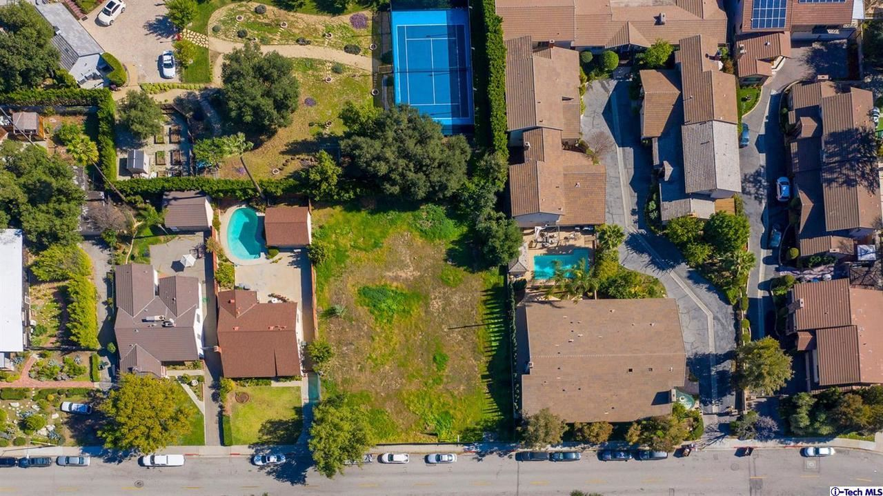 Photo of 1420 VALLEY VIEW Road, Glendale, CA 91202 (MLS # 320000654)