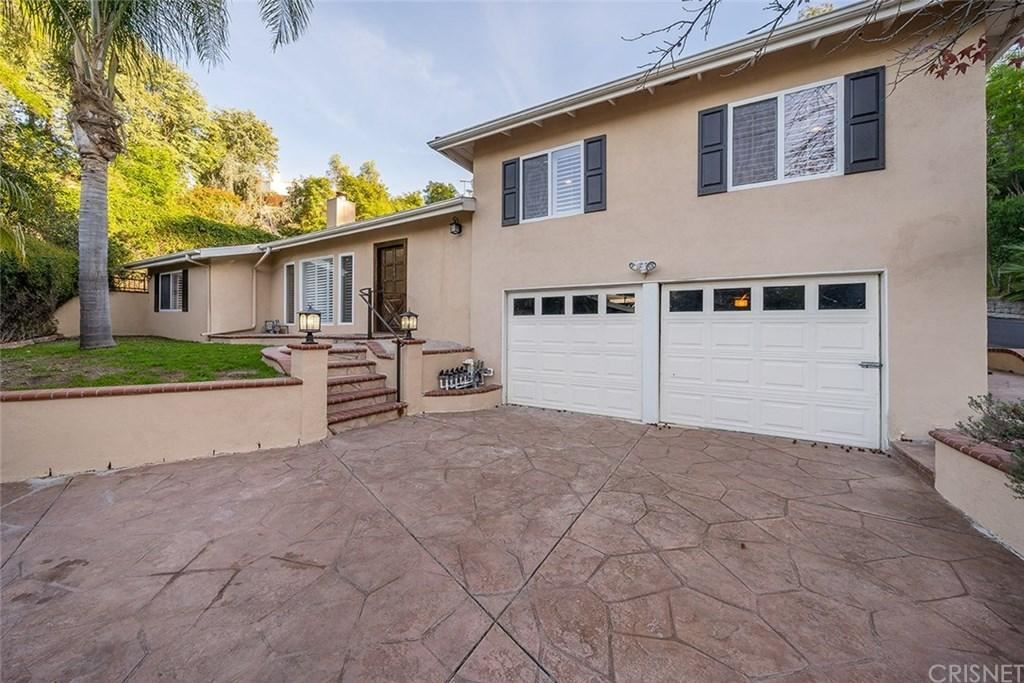 Photo of 4750 EXCELENTE Drive, Woodland Hills, CA 91364 (MLS # SR20027660)