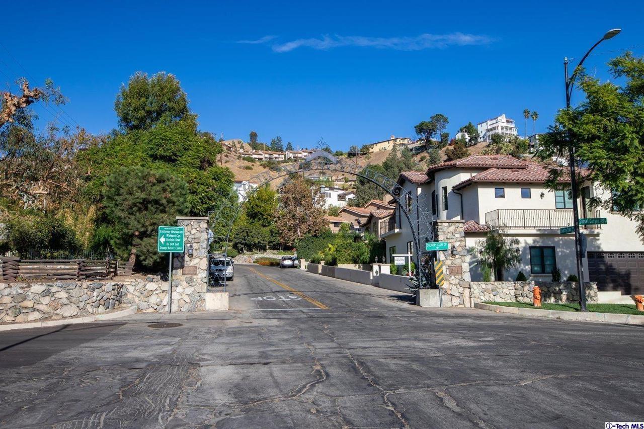 Photo of 736 COUNTRY CLUB Drive, Burbank, CA 91501 (MLS # 319004661)