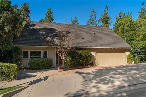 Photo of 5805 BRIARTREE Drive, La Canada Flintridge, CA 91011 (MLS # 819004666)
