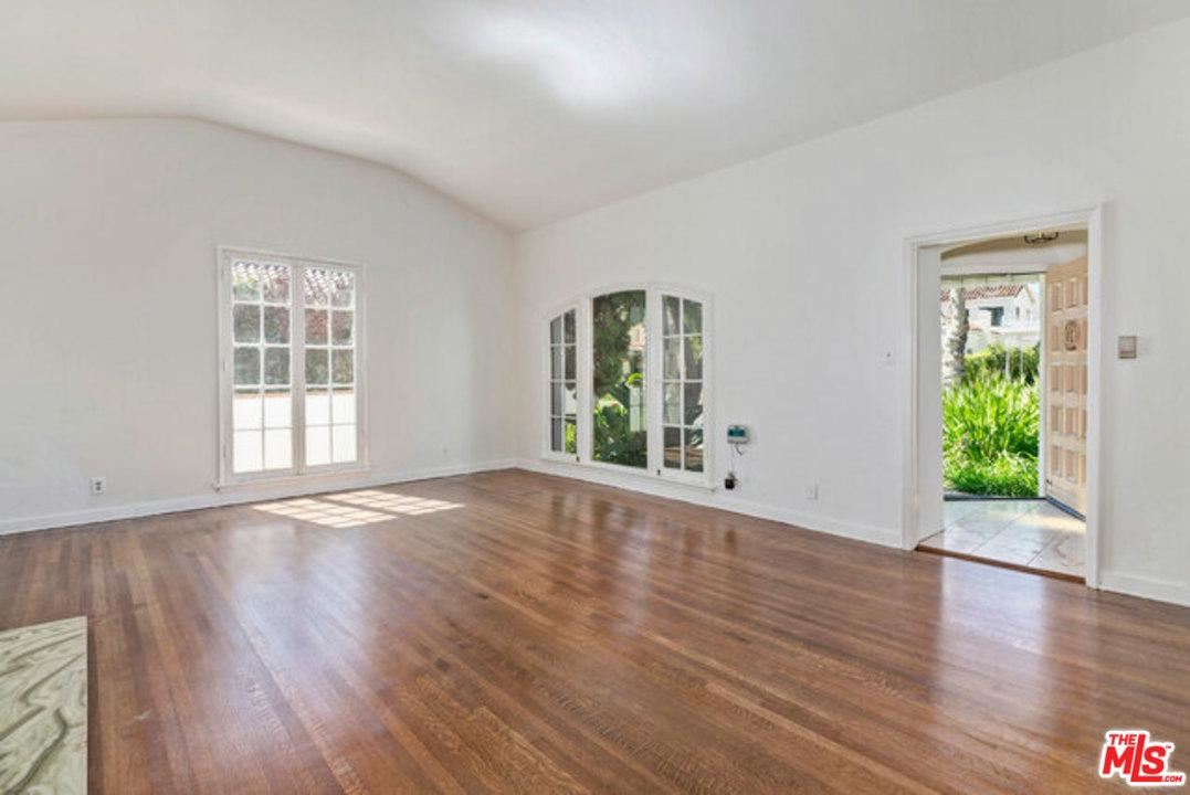 Photo of 208 South MAPLE Drive, Beverly Hills, CA 90212 (MLS # 20567668)