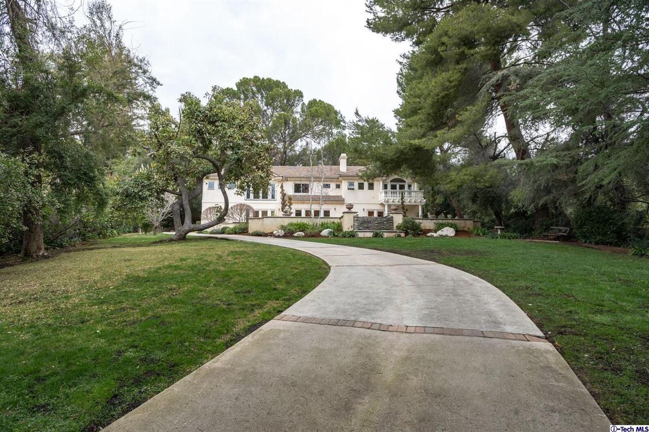 Photo of 1633 EARLMONT Avenue, La Canada Flintridge, CA 91011 (MLS # 320000674)