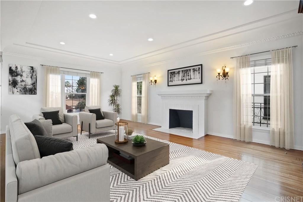 Photo of 229 South DOHENY Drive, Beverly Hills, CA 90211 (MLS # SR20037675)