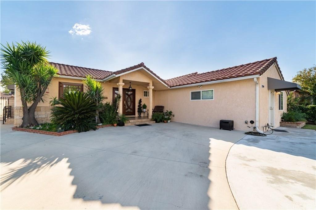 Photo of 12802 ALBERS Street, Valley Village, CA 91607 (MLS # SR19270678)