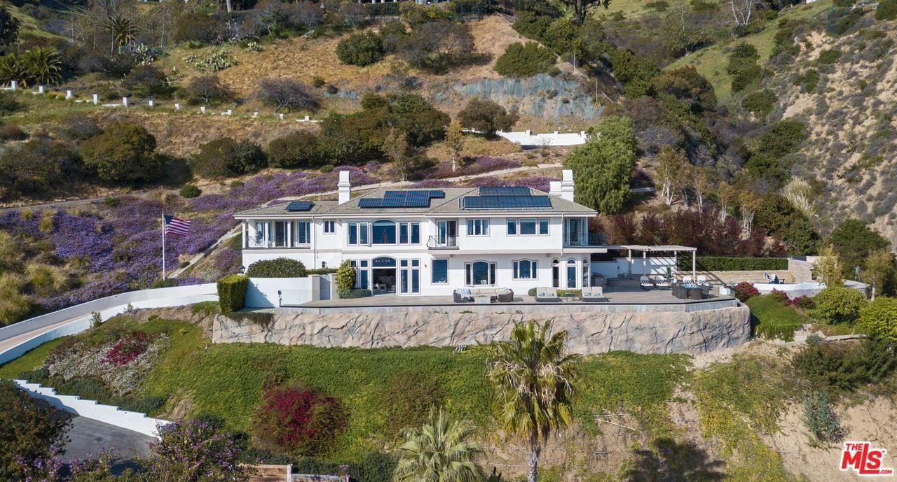 Photo of 21613 RAMBLA VISTA, Malibu, CA 90265 (MLS # 20561684)
