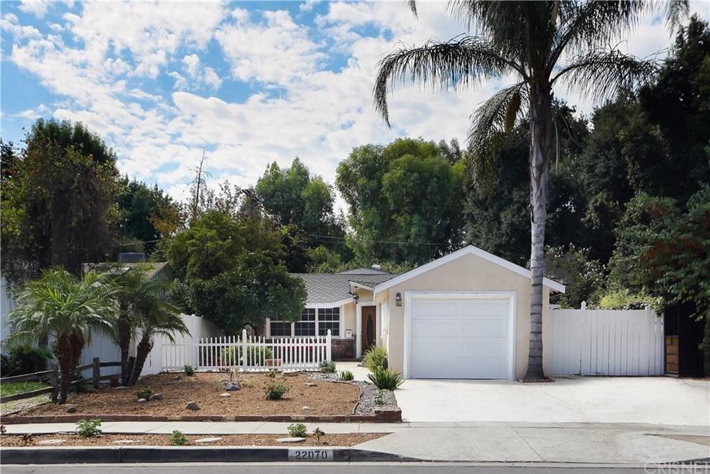 Photo for 22070 VELICATA Street, Woodland Hills, CA 91364 (MLS # SR19212690)