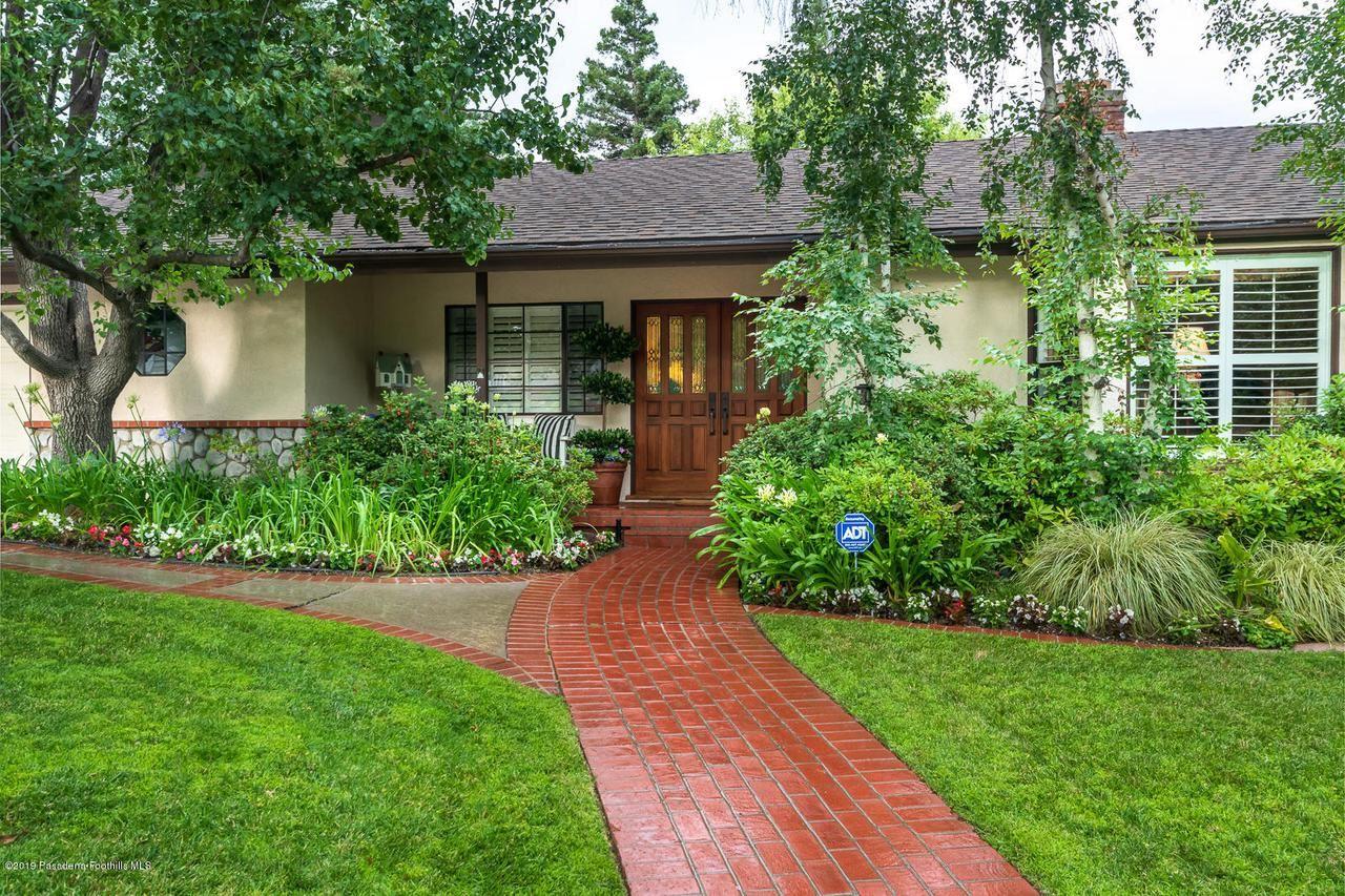 Photo of 5048 COMMONWEALTH Avenue, La Canada Flintridge, CA 91011 (MLS # 820000692)