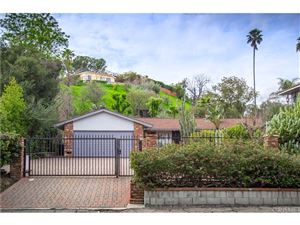 Photo of 5523 SHIRLEY Avenue, Tarzana, CA 91356 (MLS # SR19058694)
