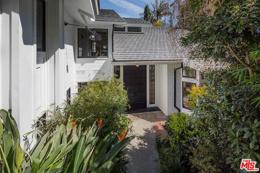 Photo of 1712 BEVERLY Drive, Beverly Hills, CA 90210 (MLS # 20560698)