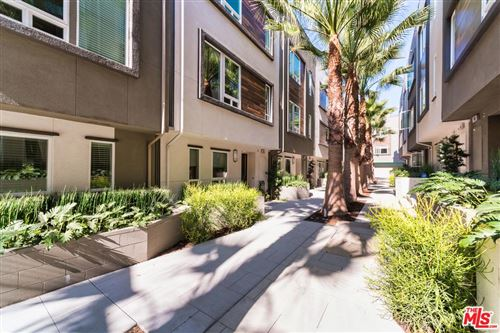 Photo of 660 North GRAMERCY Place, Los Angeles , CA 90004 (MLS # 19529704)