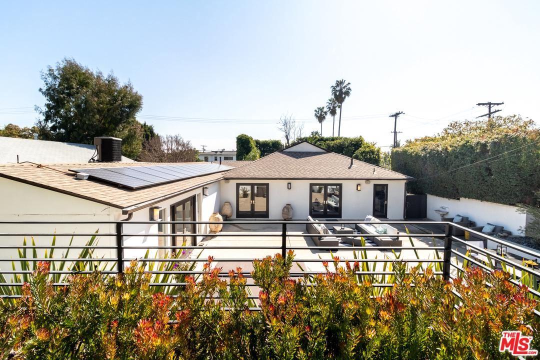 Photo of 11969 VICTORIA Avenue, Los Angeles , CA 90066 (MLS # 20557704)
