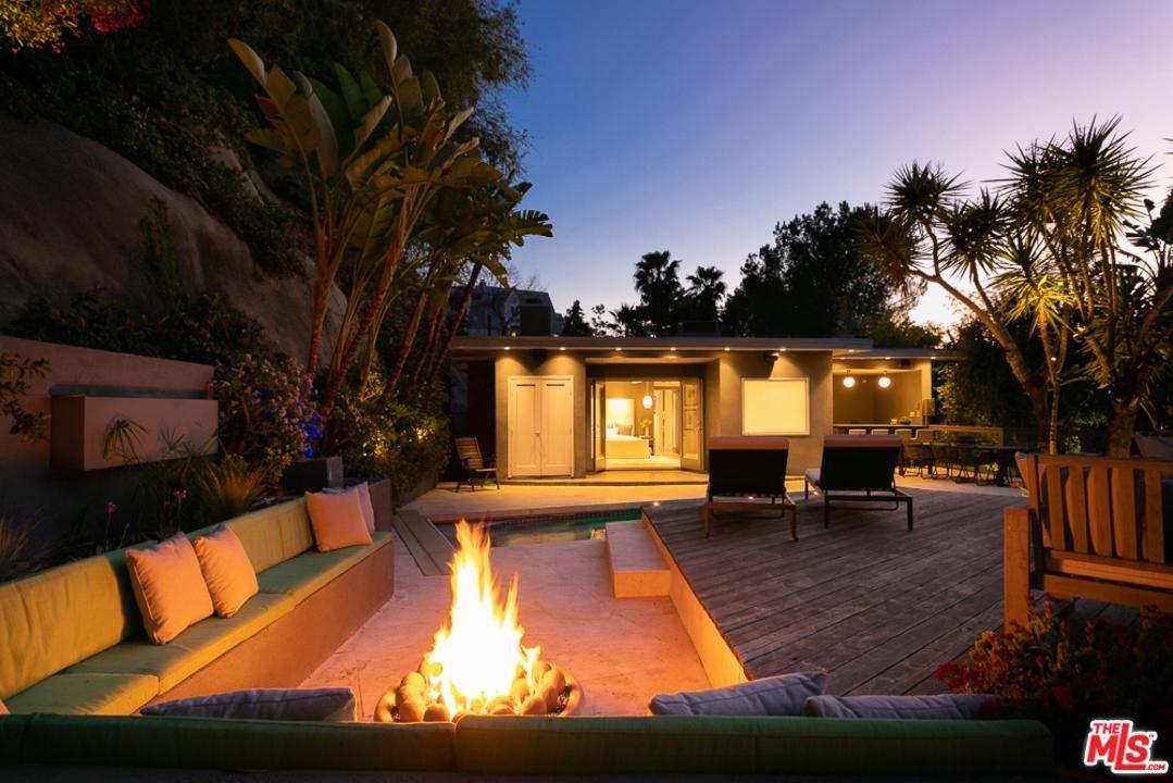 Photo of 7963 WILLOW GLEN Road, Los Angeles , CA 90046 (MLS # 20558712)