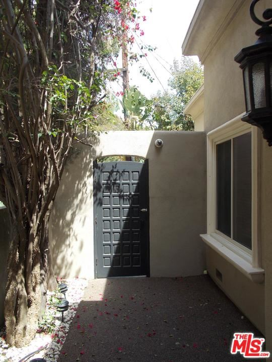 Photo of 2501 BOWMONT Drive, Beverly Hills, CA 90210 (MLS # 20567714)