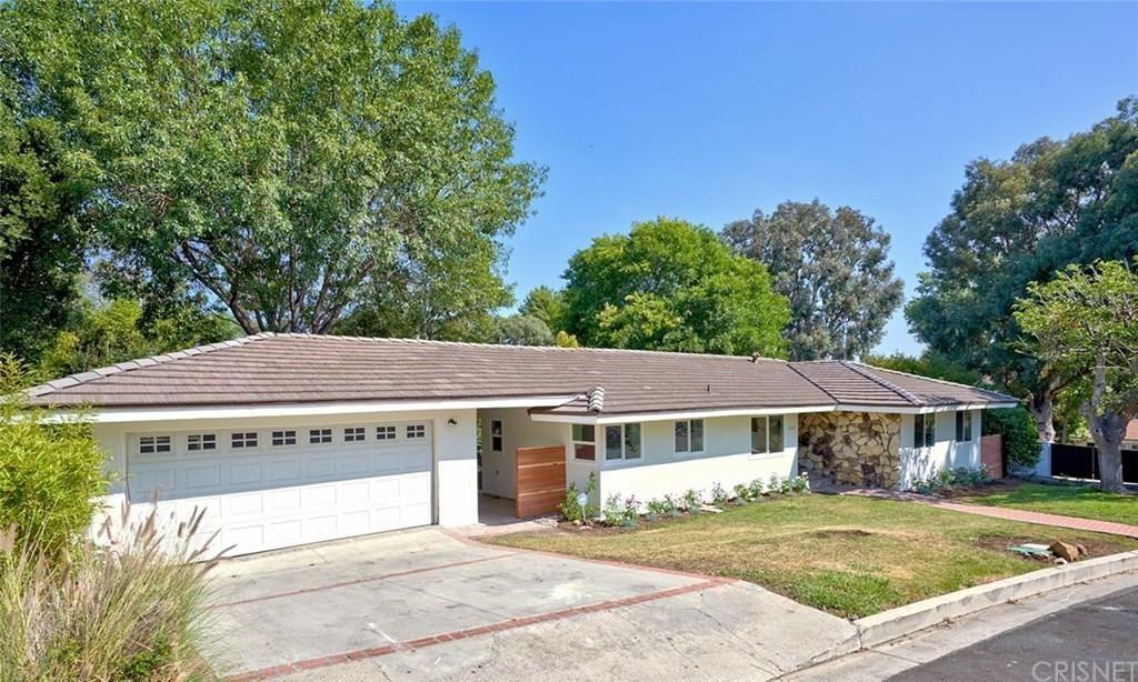 Photo for 22101 INDEPENDENCIA Street, Woodland Hills, CA 91364 (MLS # SR19172716)