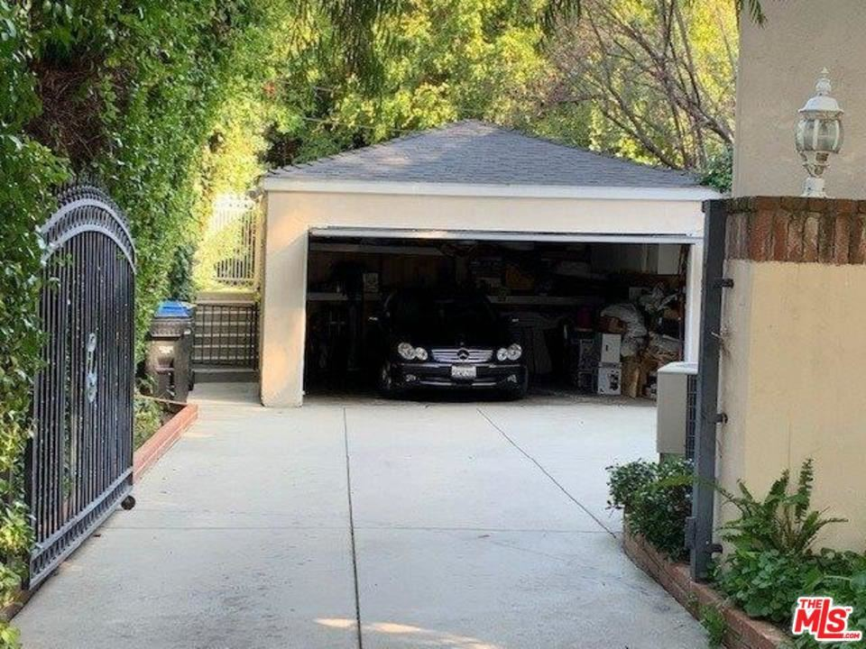 Photo of 4006 DIXIE CANYON Avenue, Sherman Oaks, CA 91423 (MLS # 20546724)