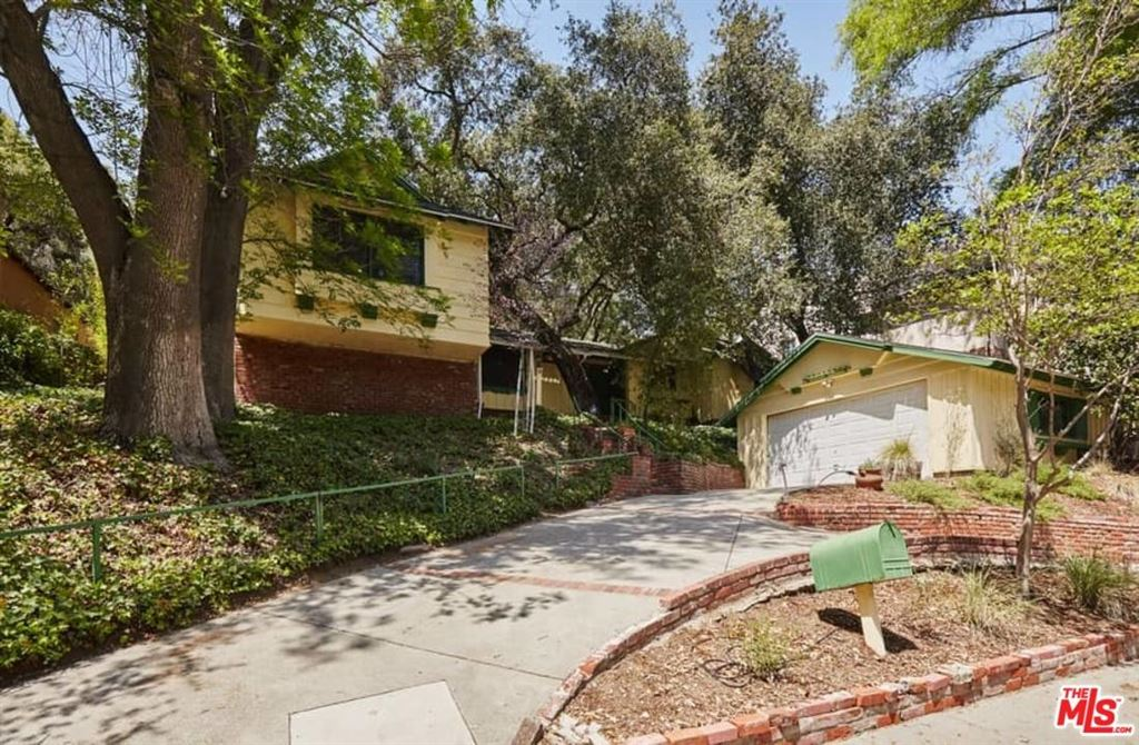 Photo for 2807 East CHEVY CHASE Drive, Glendale, CA 91206 (MLS # 18332728)