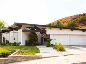 Photo of 666 ROBIN GLEN Drive, Glendale, CA 91202 (MLS # SR18189731)