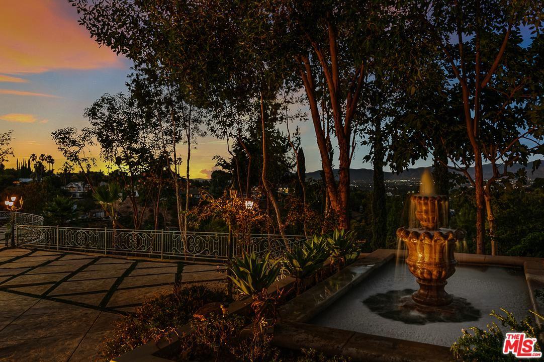 Photo of 16980 ESCALON Drive, Encino, CA 91436 (MLS # 20546734)