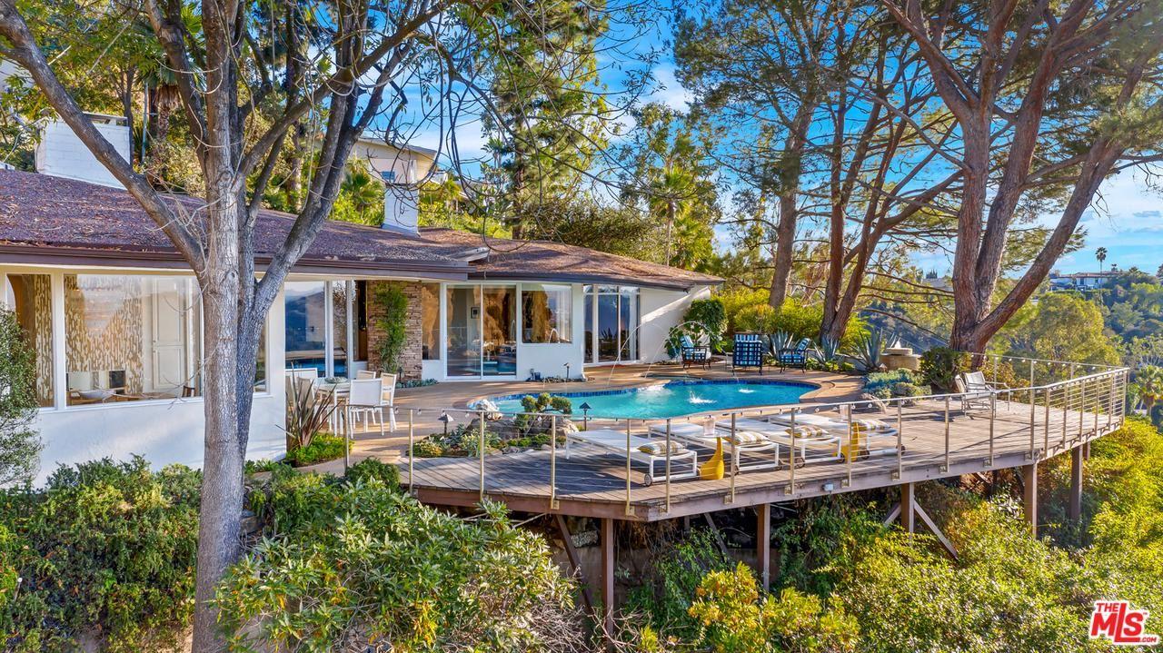Photo of 7932 MULHOLLAND Drive, Los Angeles , CA 90046 (MLS # 20540738)
