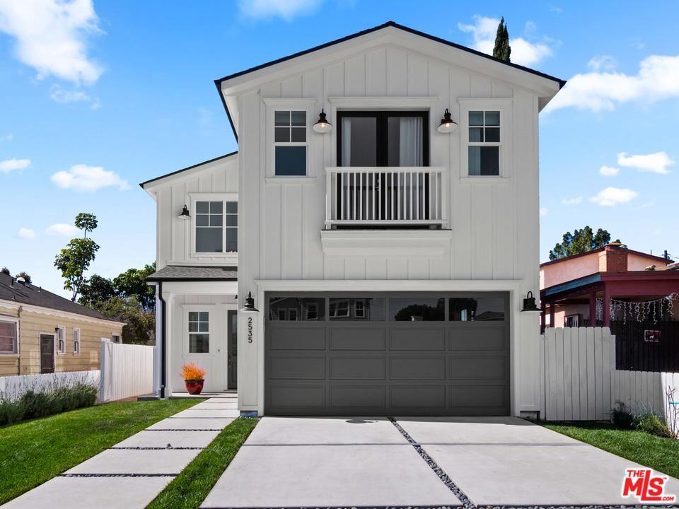Photo of 2535 South WESTGATE Avenue, Los Angeles , CA 90064 (MLS # 20558740)