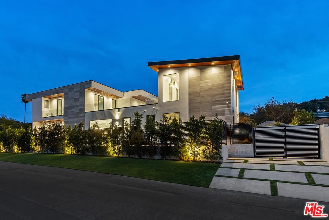 Photo of 4049 COLDWATER CANYON Avenue, Studio City, CA 91604 (MLS # 20545748)
