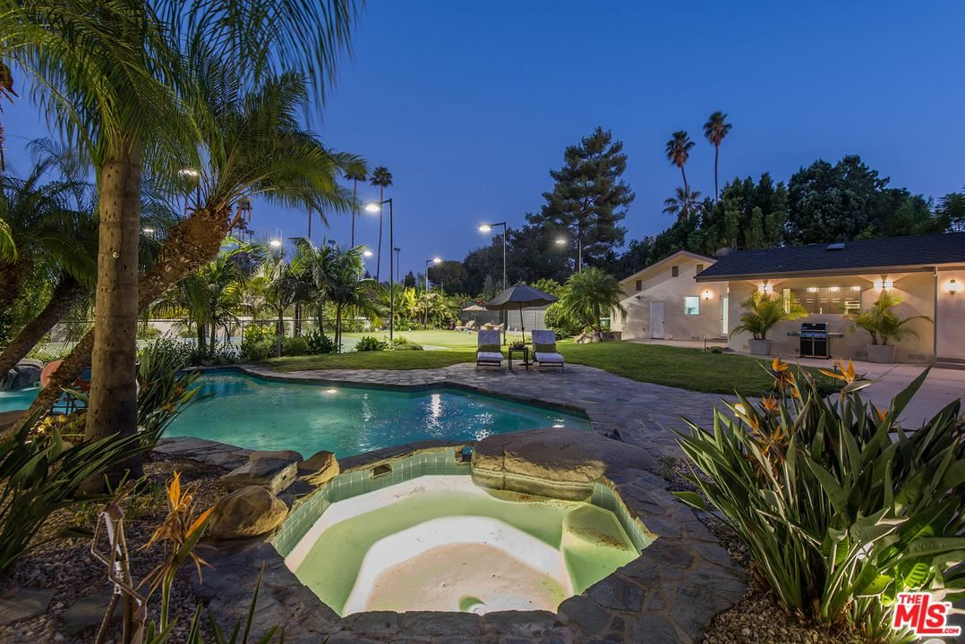 Photo of 5153 AMESTOY Avenue, Encino, CA 91316 (MLS # 19514750)