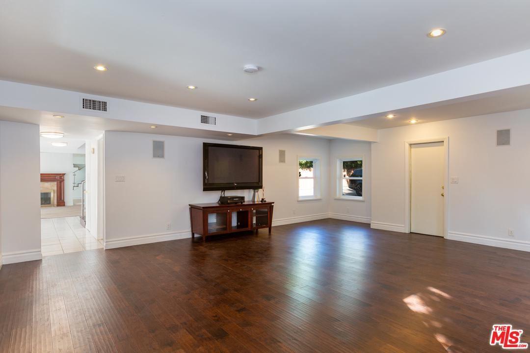 Photo of 13952 WEDDINGTON Street, Sherman Oaks, CA 91401 (MLS # 20558756)