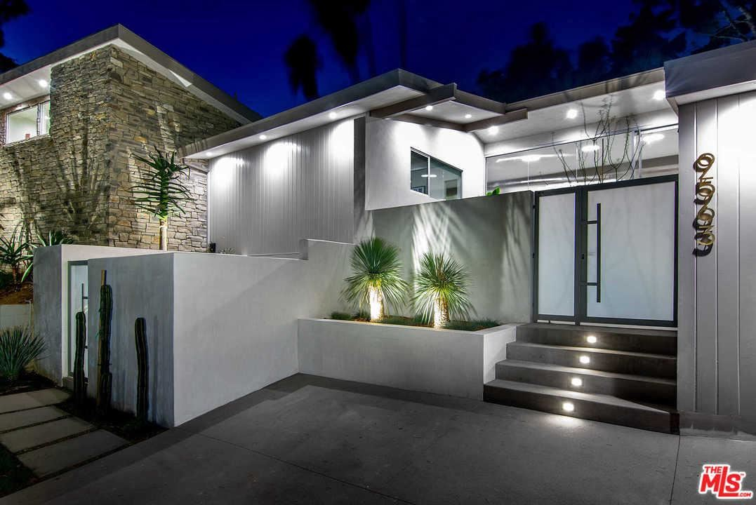 Photo of 9563 GLOAMING Drive, Beverly Hills, CA 90210 (MLS # 20540762)