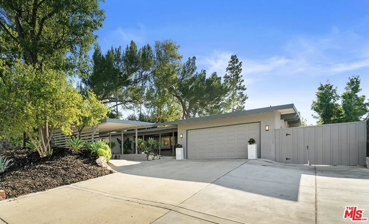 Photo of 2508 HOOD Drive, Thousand Oaks, CA 91362 (MLS # 19536782)
