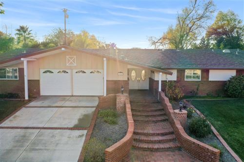 Photo of 304 East GAINSBOROUGH Road, Thousand Oaks, CA 91360 (MLS # 220000786)