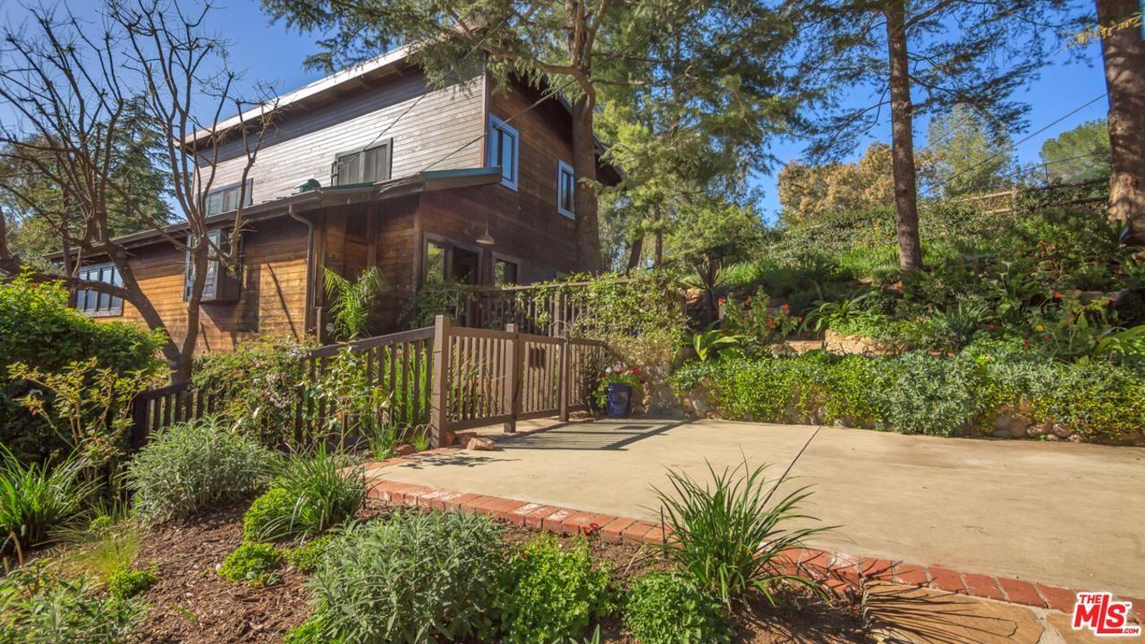 Photo of 25601 WHITTEMORE Drive, Calabasas, CA 91302 (MLS # 20555788)