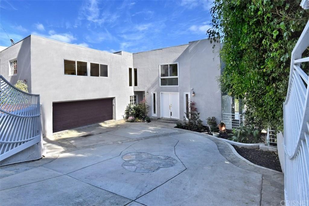 Photo of 15053 RAYNETA Drive, Sherman Oaks, CA 91403 (MLS # SR20035794)