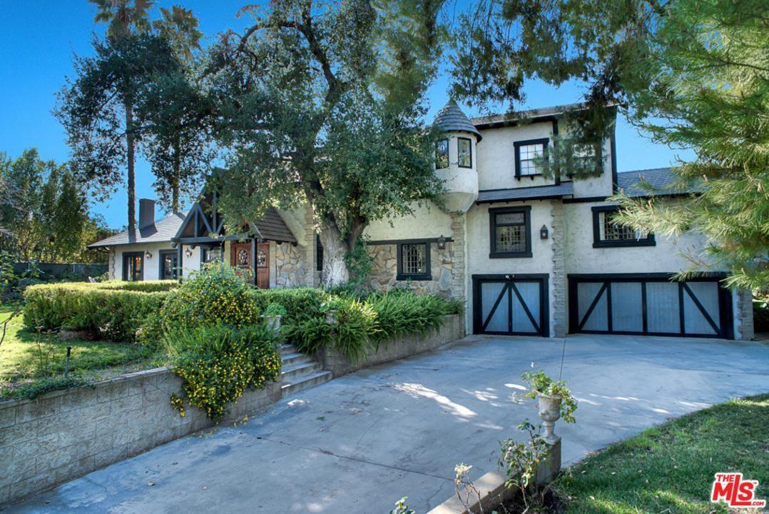 Photo of 5439 VANALDEN Avenue, Tarzana, CA 91356 (MLS # 20553802)