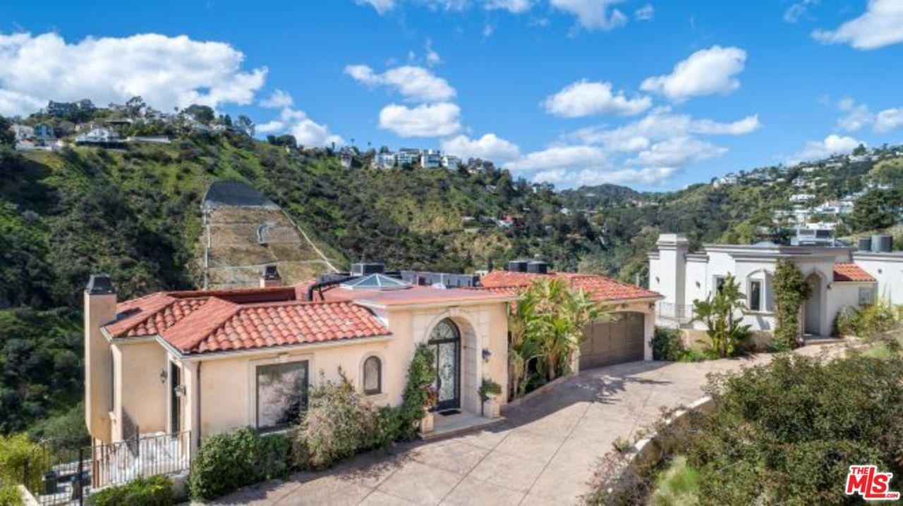 Photo of 8031 FLORAL Avenue, Los Angeles , CA 90046 (MLS # 20552804)
