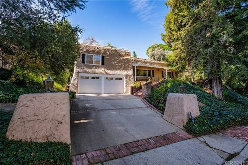 Photo of 4931 QUEEN VICTORIA Road, Woodland Hills, CA 91364 (MLS # SR20017814)