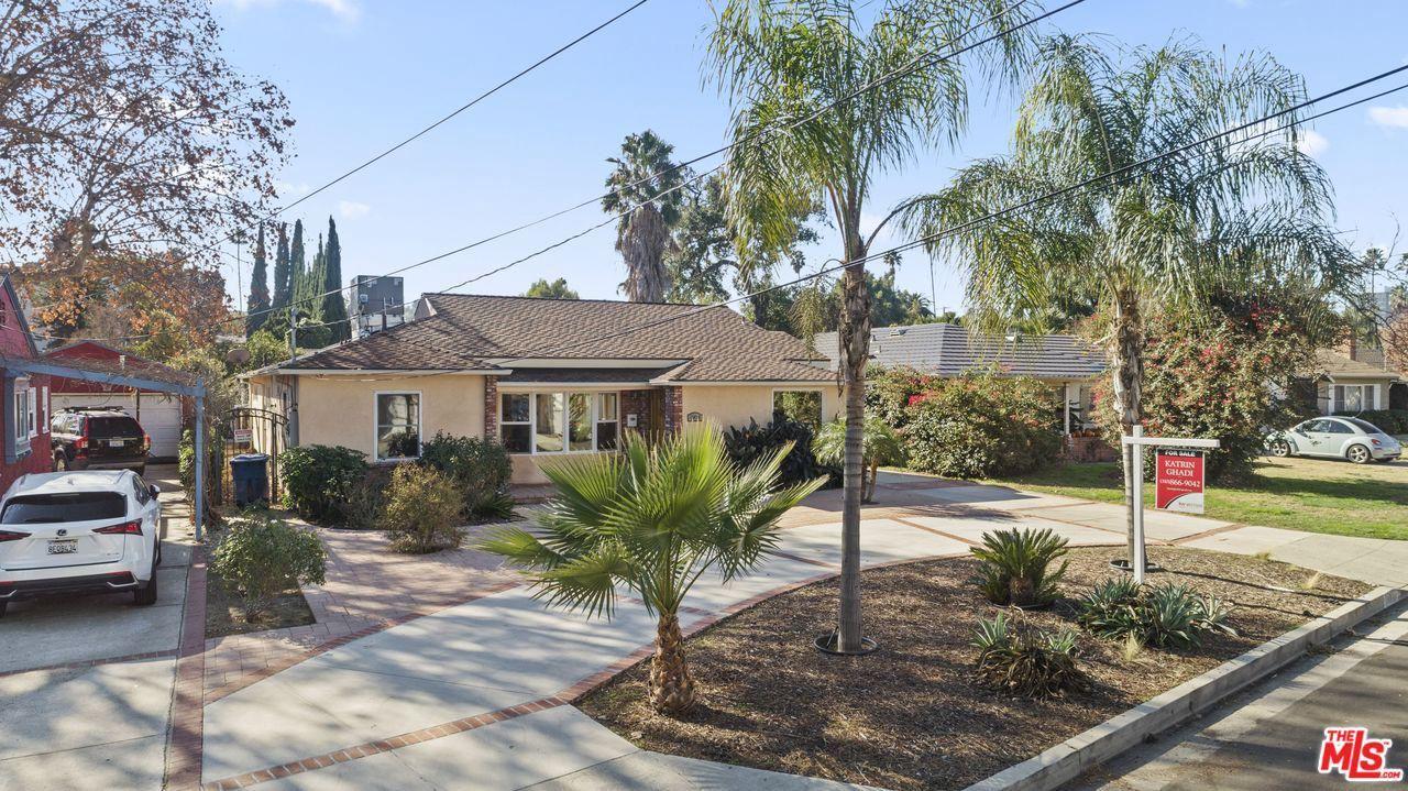 Photo of 15424 CAMARILLO Street, Sherman Oaks, CA 91403 (MLS # 20555814)