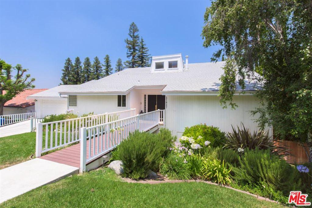 Photo for 21827 DE LA LUZ Avenue, Woodland Hills, CA 91364 (MLS # 19490818)